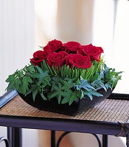 Nevşehir çiçek gönderme sitemiz güvenlidir  10 adet kare mika yada cam vazoda gül tanzim