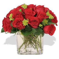 Nevşehir kaliteli taze ve ucuz çiçekler  10 adet kirmizi gül ve cam yada mika vazo