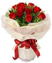 12 adet kırmızı gül buketi  Nevşehir internetten çiçek satışı