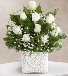 9 beyaz gül vazosu  Nevşehir güvenli kaliteli hızlı çiçek