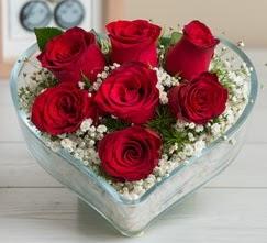 Kalp içerisinde 7 adet kırmızı gül  Nevşehir çiçek online çiçek siparişi
