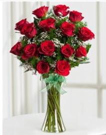 Cam vazo içerisinde 11 kırmızı gül vazosu  Nevşehir internetten çiçek satışı