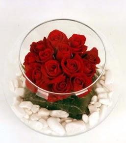 Cam fanusta 11 adet kırmızı gül  Nevşehir çiçek mağazası , çiçekçi adresleri