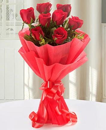 9 adet kırmızı gülden modern buket  Nevşehir hediye sevgilime hediye çiçek