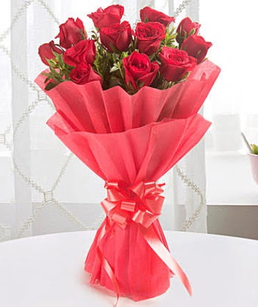 12 adet kırmızı gülden modern buket  Nevşehir çiçek servisi , çiçekçi adresleri