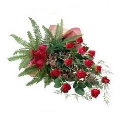 Nevşehir çiçek , çiçekçi , çiçekçilik  10 adet kirmizi gül özel buket çiçek siparisi