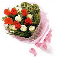 5 kirmizi 5 beyaz güllerden   Nevşehir çiçek , çiçekçi , çiçekçilik