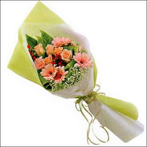 sade güllü buket demeti  Nevşehir İnternetten çiçek siparişi