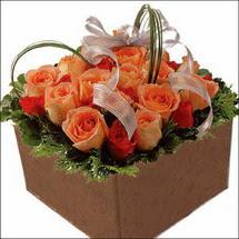kare sandikta 11 gülllerden   Nevşehir İnternetten çiçek siparişi