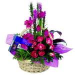 çikolata ve sepette çiçek   Nevşehir çiçek online çiçek siparişi