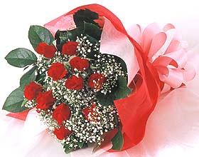 12 adet kirmizi gül buketi  Nevşehir ucuz çiçek gönder