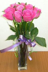 cam vazo içerisinde 11 adet gül  Nevşehir çiçek yolla