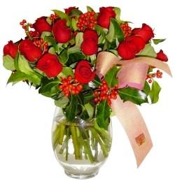 Nevşehir İnternetten çiçek siparişi  11 adet kirmizi gül  cam aranjman halinde