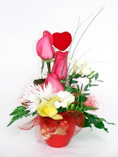 Nevşehir online çiçekçi , çiçek siparişi  cam içerisinde 3 adet gül ve kir çiçekleri