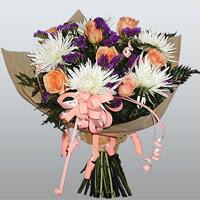 güller ve kir çiçekleri demeti   Nevşehir çiçek gönderme