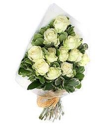 Nevşehir 14 şubat sevgililer günü çiçek  12 li beyaz gül buketi.