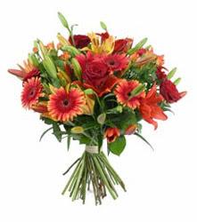 Nevşehir çiçek mağazası , çiçekçi adresleri  3 adet kirmizi gül ve karisik kir çiçekleri demeti