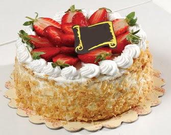 uygun pastaneler 4 ile 6 kisilik çilekli yas pasta lezzetli  Nevşehir çiçek satışı