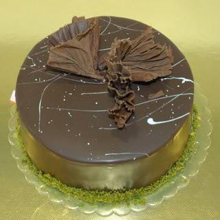 pastaci ustamizdan 4 ile 6 kisilik fistikli çikolatali yaspasta  Nevşehir çiçek siparişi vermek