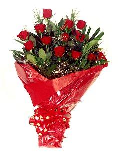 12 adet kirmizi gül buketi  Nevşehir çiçek gönderme