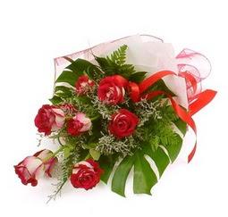 Çiçek gönder 9 adet kirmizi gül buketi  Nevşehir çiçek satışı