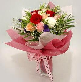 Karisik renklerde 11 adet gül buketi  Nevşehir çiçek mağazası , çiçekçi adresleri