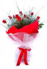 Nevşehir hediye sevgilime hediye çiçek  9 adet kirmizi gül buketi demeti