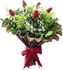 Nevşehir çiçek , çiçekçi , çiçekçilik  5 adet kirmizi gül buketi demeti