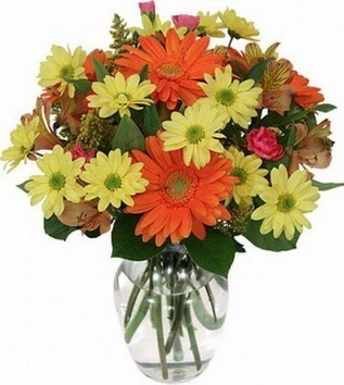 Nevşehir çiçekçiler  vazo içerisinde karışık mevsim çiçekleri