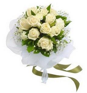 Nevşehir 14 şubat sevgililer günü çiçek  11 adet benbeyaz güllerden buket