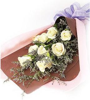 Nevşehir ucuz çiçek gönder  9 adet beyaz gülden görsel buket çiçeği