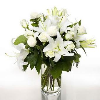 Nevşehir çiçek online çiçek siparişi  1 dal cazablanca 7 adet beyaz gül vazosu