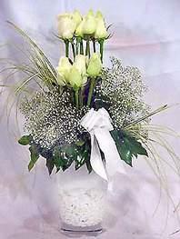 Nevşehir çiçek , çiçekçi , çiçekçilik  9 adet vazoda beyaz gül - sevdiklerinize çiçek seçimi