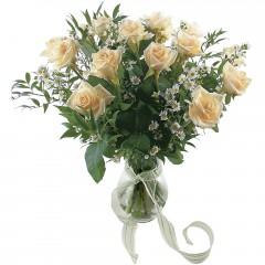 Vazoda 8 adet beyaz gül  Nevşehir çiçek siparişi sitesi