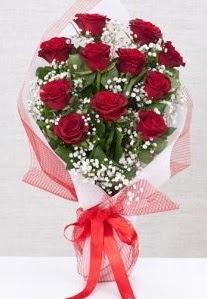 11 kırmızı gülden buket çiçeği  Nevşehir çiçek siparişi sitesi