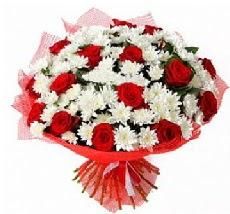 11 adet kırmızı gül ve 1 demet krizantem  Nevşehir online çiçek gönderme sipariş