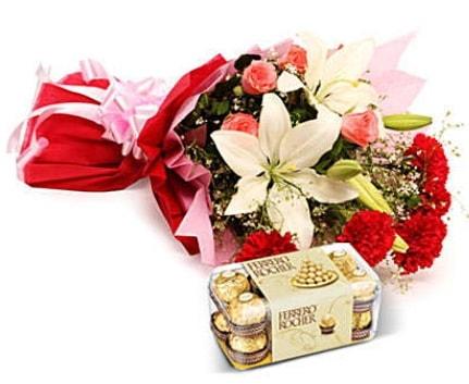 Karışık buket ve kutu çikolata  Nevşehir yurtiçi ve yurtdışı çiçek siparişi